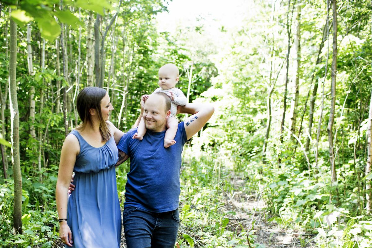 familie-fotografering-skoven